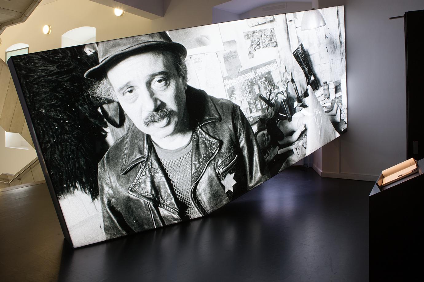 http://e-o-t.de/wordpress/wp-content/uploads/2017/03/Slide-Exhibition_Lurie_10-1.jpg