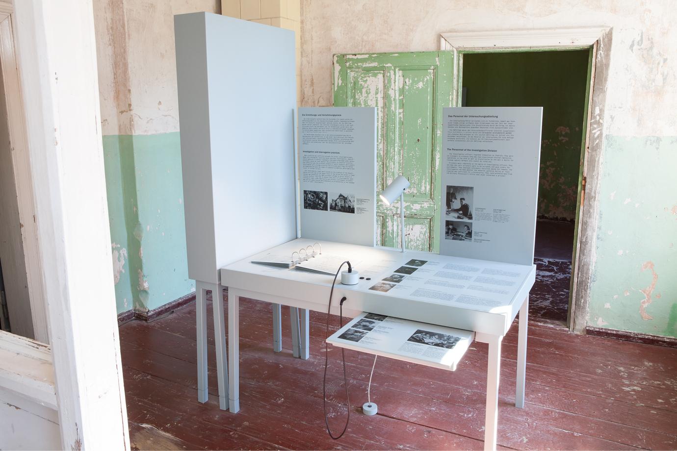 http://e-o-t.de/wordpress/wp-content/uploads/2017/04/2012_eot-Leistikow-Exhibition-12.jpg