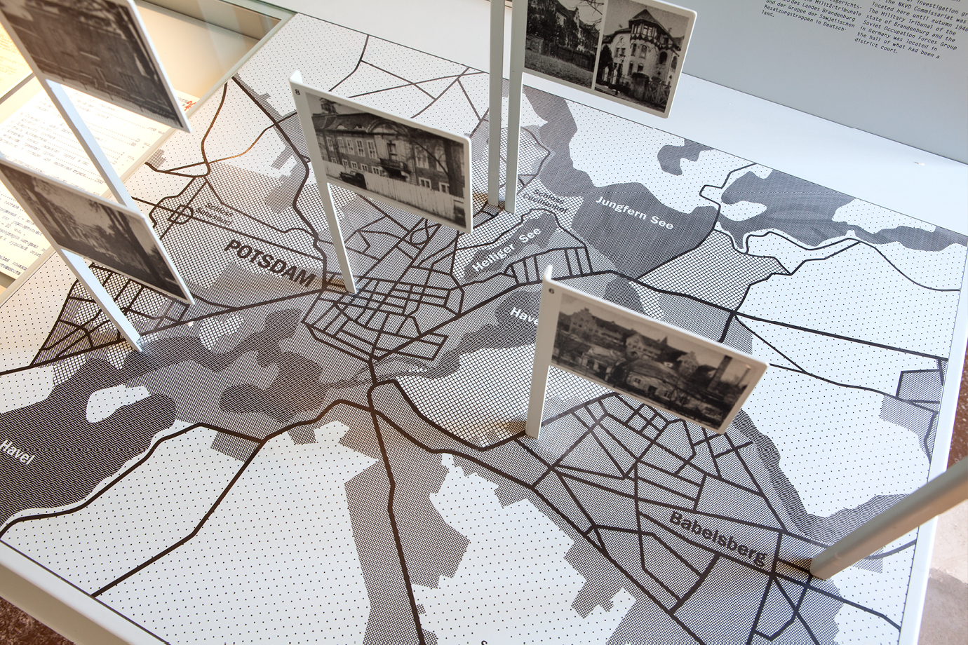 http://e-o-t.de/wordpress/wp-content/uploads/2017/04/2012_eot-Leistikow-Exhibition-6.jpg