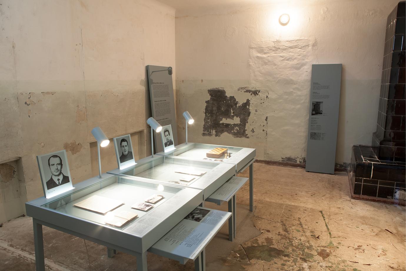 http://e-o-t.de/wordpress/wp-content/uploads/2017/04/2012_eot-Leistikow-Exhibition-NEU.jpg